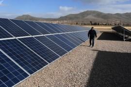 إطلاق أول خط قطار يعمل بالطاقة الشمسية في العالم