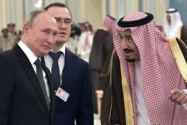 بالفيديو... سلاح يثير اهتمام الرئيس بوتين خلال سيره مع الملك سلمان
