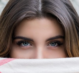 علاجات طبيعية لعلاج قشرة شعر الحواجب