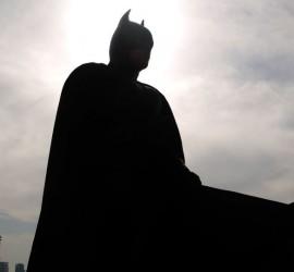 ملابس باتمان وصديقه روبين الأصلية مطروحة للبيع
