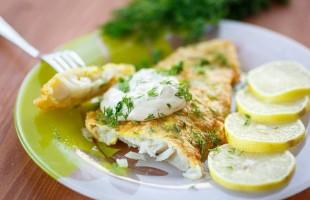 سمك الفيليه بصلصة الليمون: حضّره اليوم على الإفطار