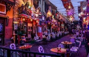 شارع المعز في رمضان.. عندما يفر المصريون إلى سحر التاريخ