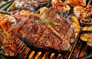 عند استخدام الشوي لطهي اللحوم اتبع هذه النصائح!