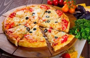 """البيتزا بعجينة الحمص: طبق """"جنونيّ"""" ليس له مثيل"""
