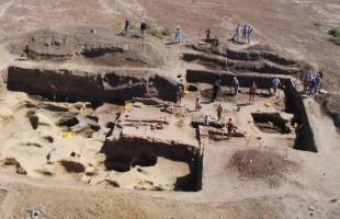 علماء الآثار يكتشفون أسلحة عمرها 9 آلاف سنة