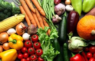 ماذا يحدث لجسم الإنسان إذا تناول الفاكهة والخضروات فقط