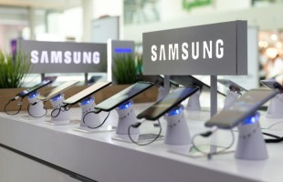 """خلل في """"Samsung Galaxy S10"""" يتيح لأي بصمة فتحه"""