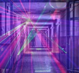 سجين يحوّل زنزانته الى ملهى ليلي.. أغاني صاخبة ووصلات رقص