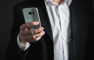 بالفيديو.. ساحر يخترق هاتف إعلامي مصري على الهواء ورد فعل غير متوقع