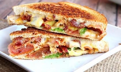 ساندويتشات الجبن والبسطرمة