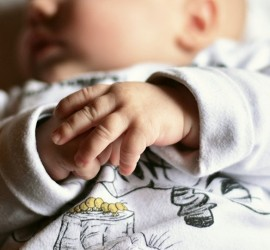"""اكتشاف فائدة كبيرة للـ""""حازوقة"""" التي تصيب الرضع"""
