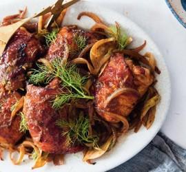 صينية الدجاج مع البصل المكرمل